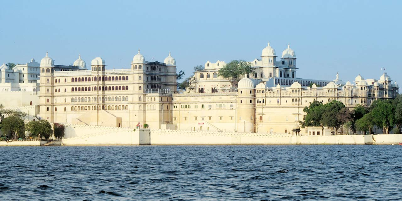Image result for Fateh Prakash Palace Udaipur